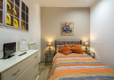 Comfy at the Coliseum, your Vacation Home away from Home